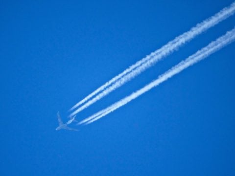 Contrails in the sky - the controversy about chemtrails