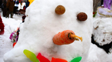 Interesting Snowman Photos: Fun & Unusual Ways To Build Snowmen