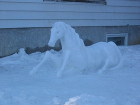 horse-snow-sculpture-by-Happy-Gecko.jpg