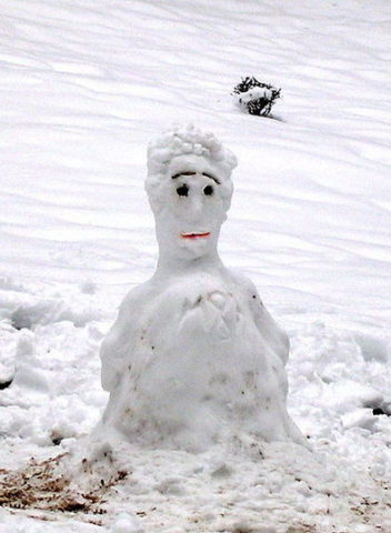 human-looking-snowman-public-domain.jpg