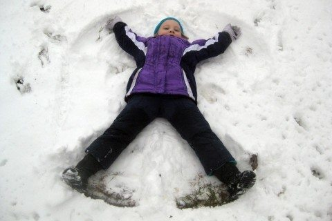 kids-snow-angels