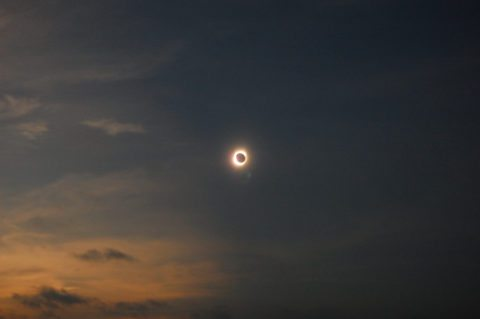 picture of a total solar eclipse