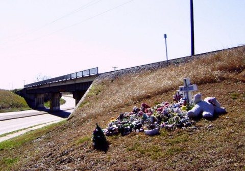 roadside-memorial-near-overpass