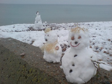 small-snowmen-on-beach-by-danpeters.jpg