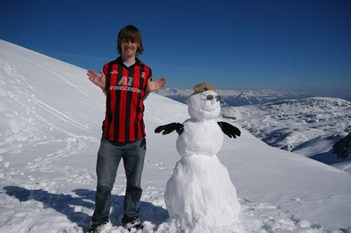 snowman-with-no-arms-and-gloves-by-faceymcface1.jpg