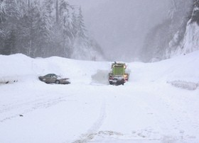stranded-in-blizzard-by-wsdot.jpg