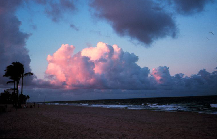 cumulus cloud speak what are the colors size of clouds telling us
