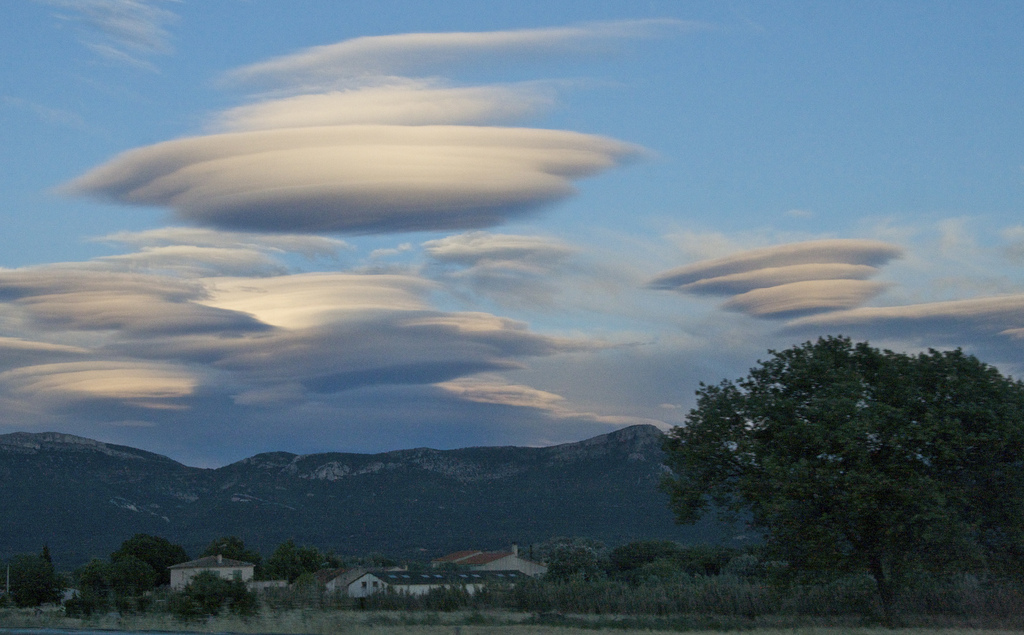what are lens shaped clouds called